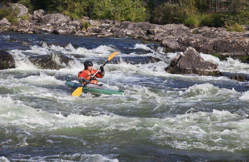 Kayaker i whitewater royaltyfria foton