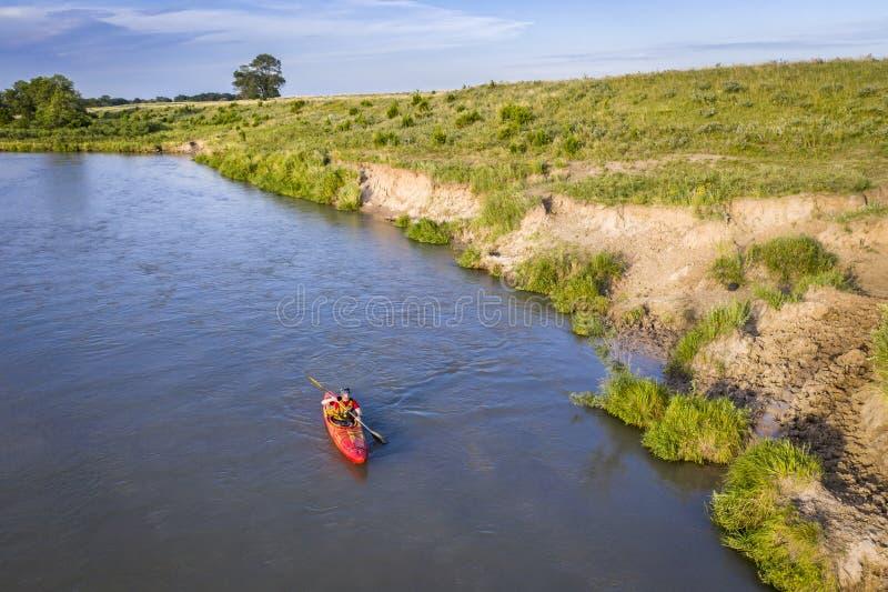 Kayaker no rio desânimo em Nebraska fotografia de stock royalty free