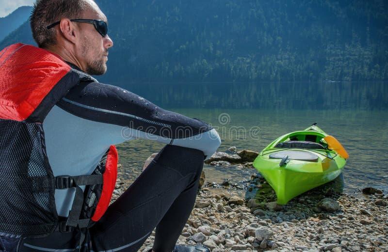 Kayaker och sjön fotografering för bildbyråer