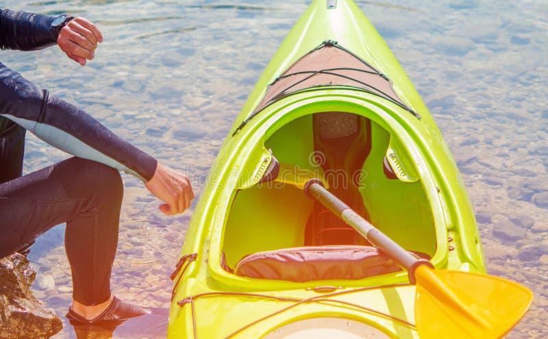 Kayaker och sjön arkivbilder