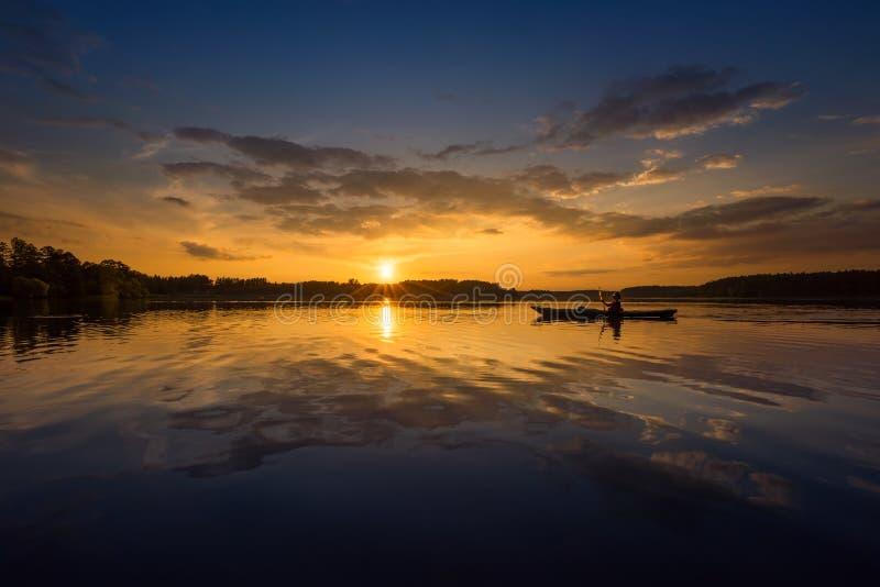 Kayaker på sjön arkivbild