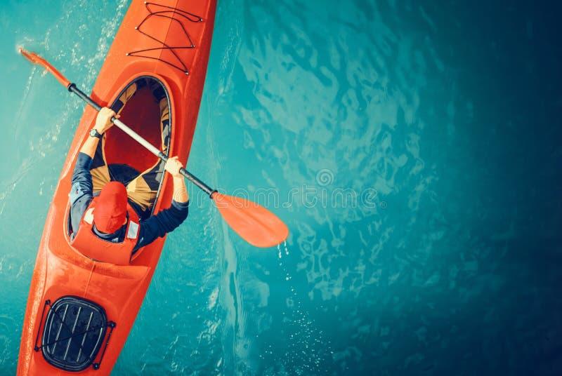 Kayaker sjön turnerar antennen arkivfoton