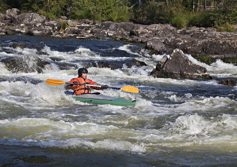 Kayaker w whitewater zdjęcia royalty free