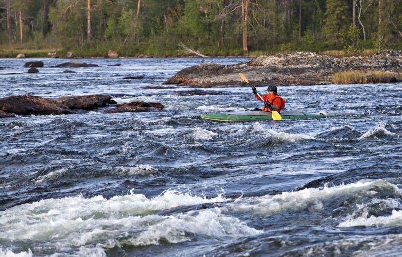 Kayaker in whitewater immagini stock libere da diritti