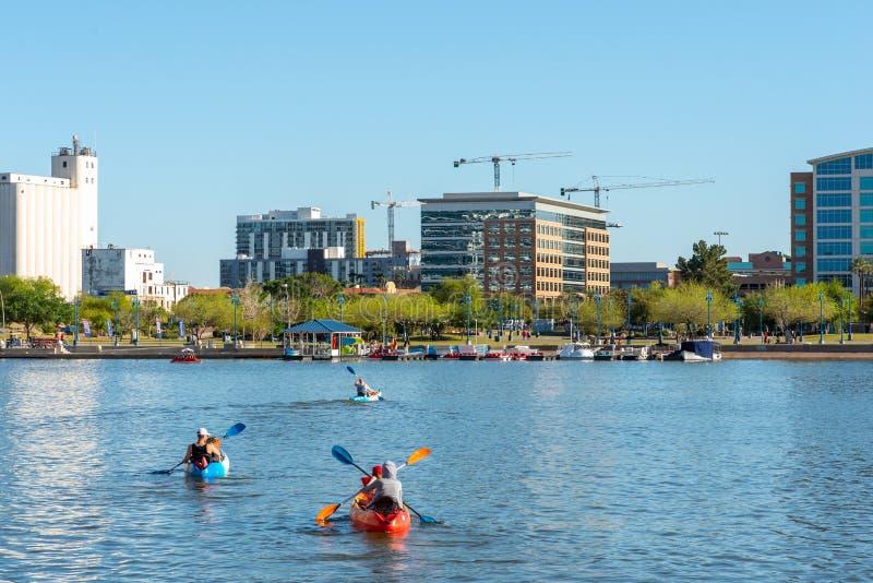 Kayakers озера городк Tempe стоковое фото