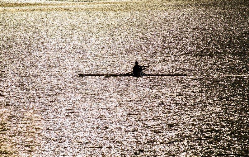 Kayakers auf dem Fluss Oka in Mittel-Russland lizenzfreies stockbild