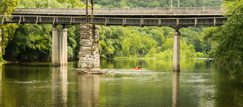 Kayakers em James River imagens de stock royalty free