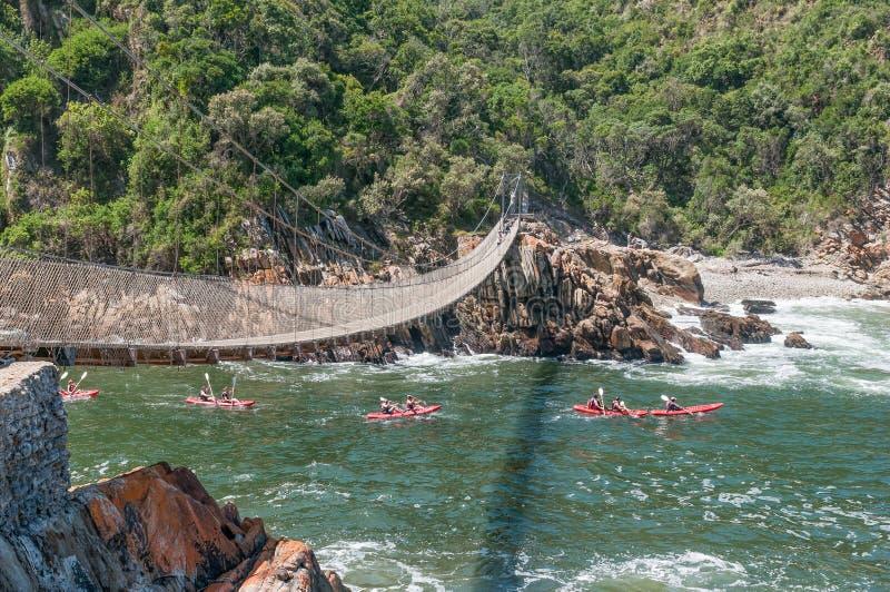 Kayakers que entram no desfiladeiro do rio das tempestades foto de stock
