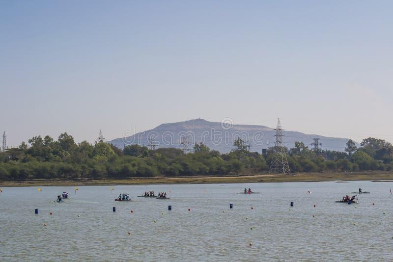 Kayaking και κωπηλασία σε κανό στοκ φωτογραφία με δικαίωμα ελεύθερης χρήσης
