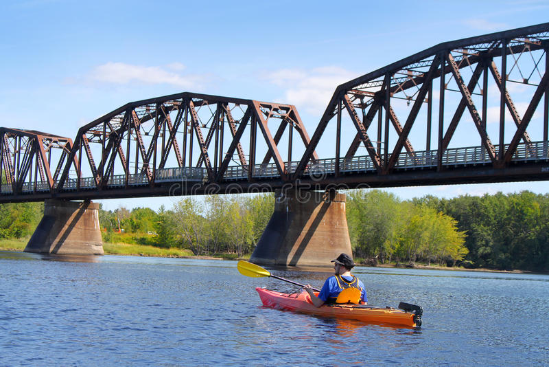 Kayaking στον ποταμό σε Fredericton στοκ εικόνες