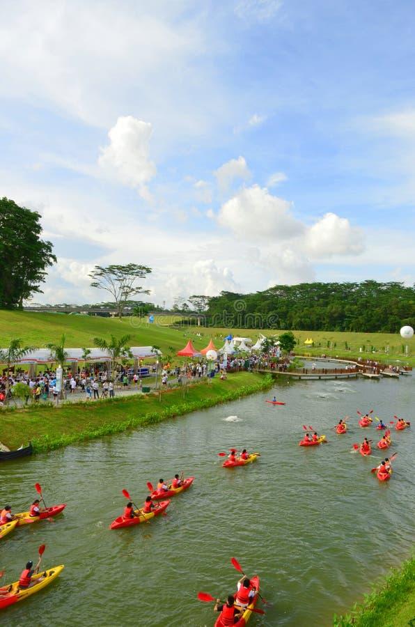 Kayaking au parc naturel images stock