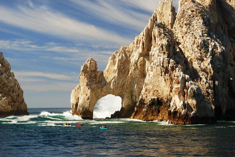 Kayaking bij de Beroemde Boog van Cabo royalty-vrije stock afbeelding