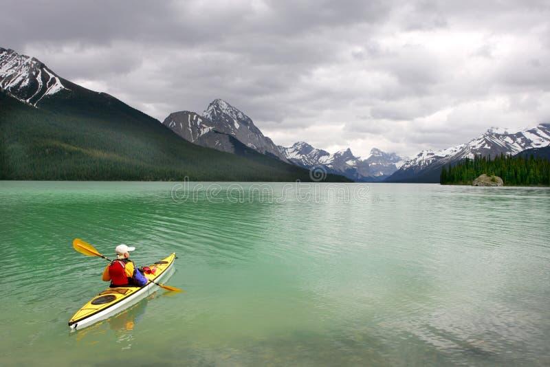 Kayaking dans Banff photo libre de droits
