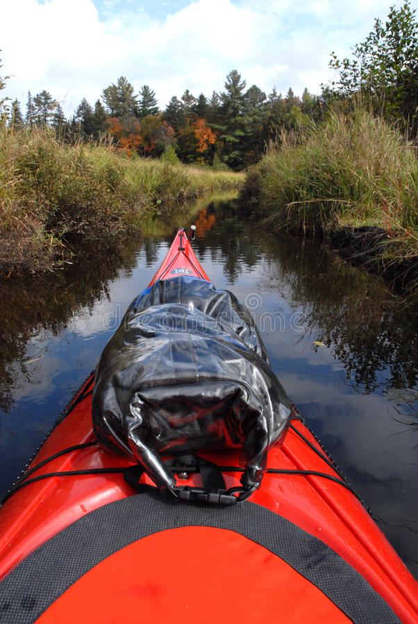 Kayaking door Stil Water royalty-vrije stock foto