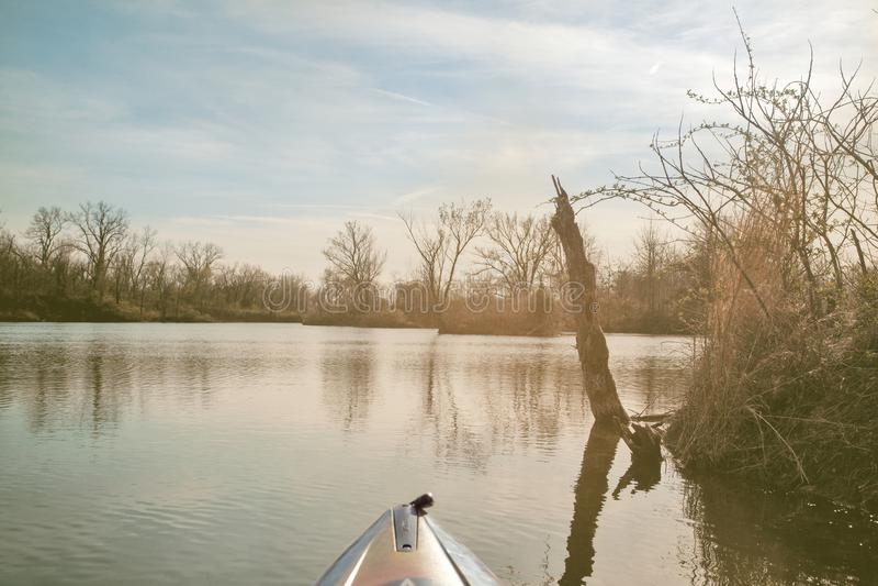 Kayaking em um dia de verão morno fotos de stock