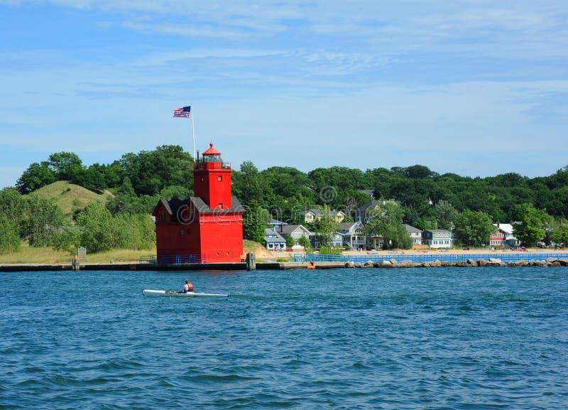Kayaking Förutom Holland Harbour Lighthouse royaltyfri foto