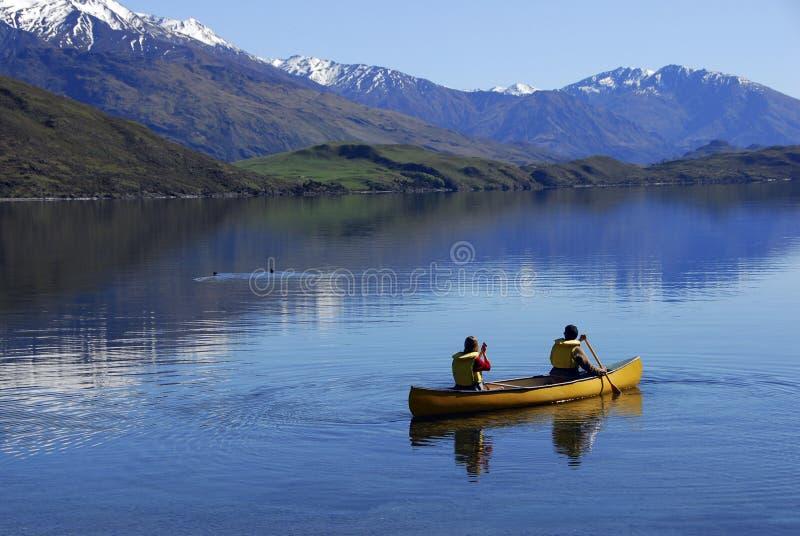 kayaking lakewanaka royaltyfri fotografi