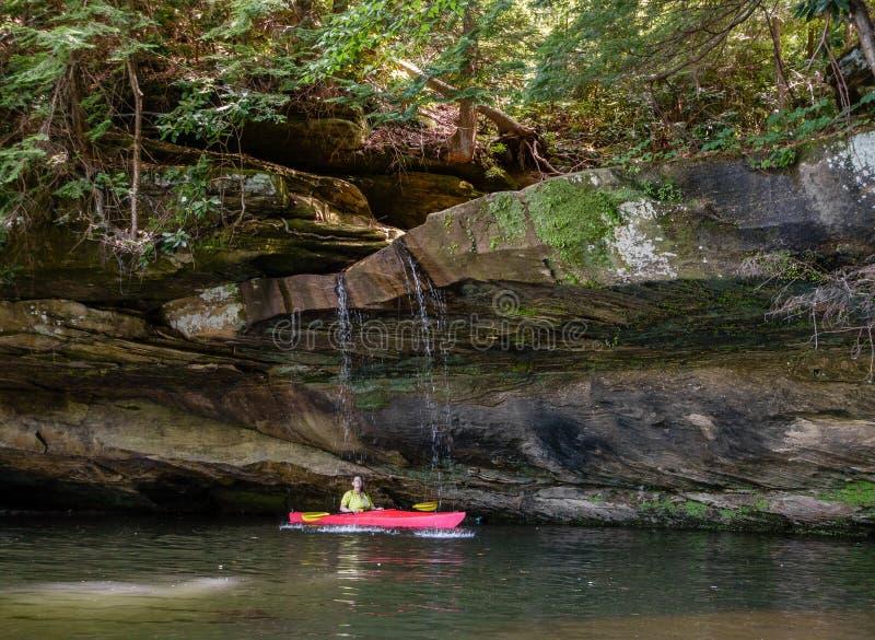 Kayaking na Grayson jeziorze zdjęcia stock