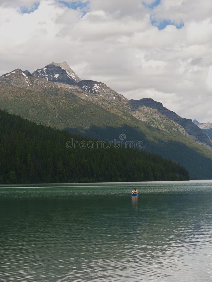 Kayaking nel lago bowman fotografie stock libere da diritti