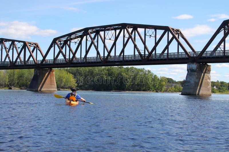 Kayaking no rio em Fredericton fotos de stock
