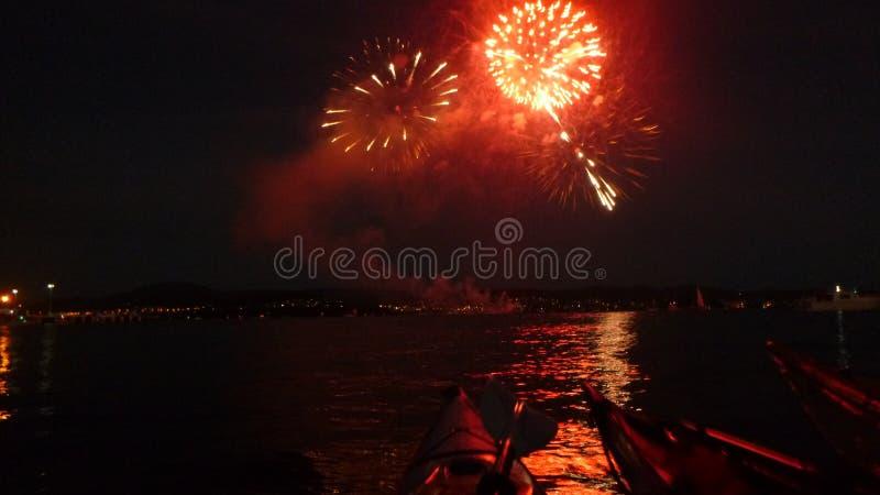 Kayaking nowy rok wigilii fajerwerki fotografia stock