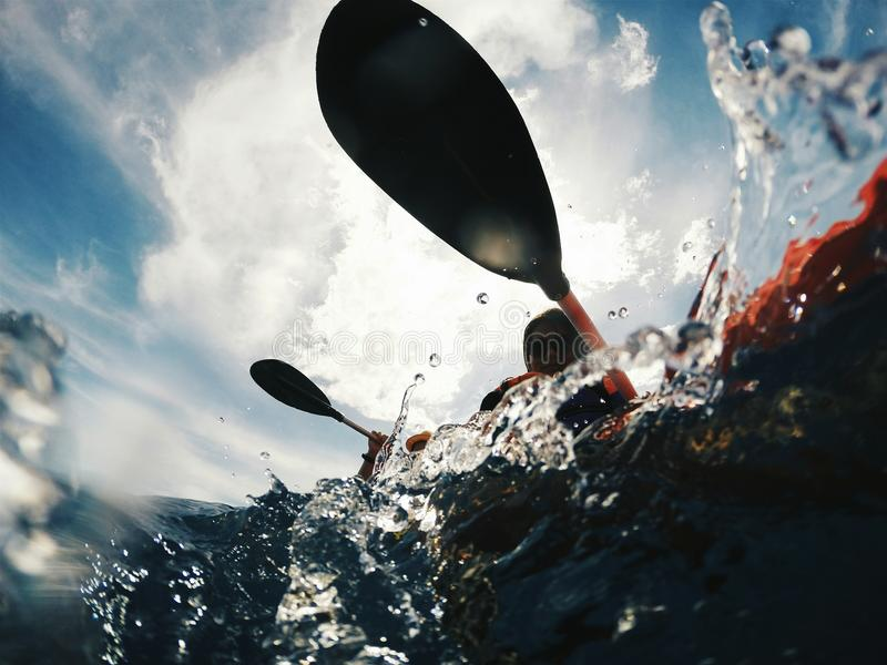Kayaking onder de Zon stock foto's