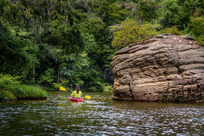 Kayaking op Grayson Lake stock afbeelding