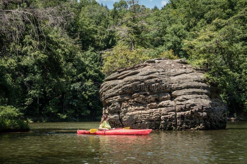 Kayaking op Grayson Lake stock foto