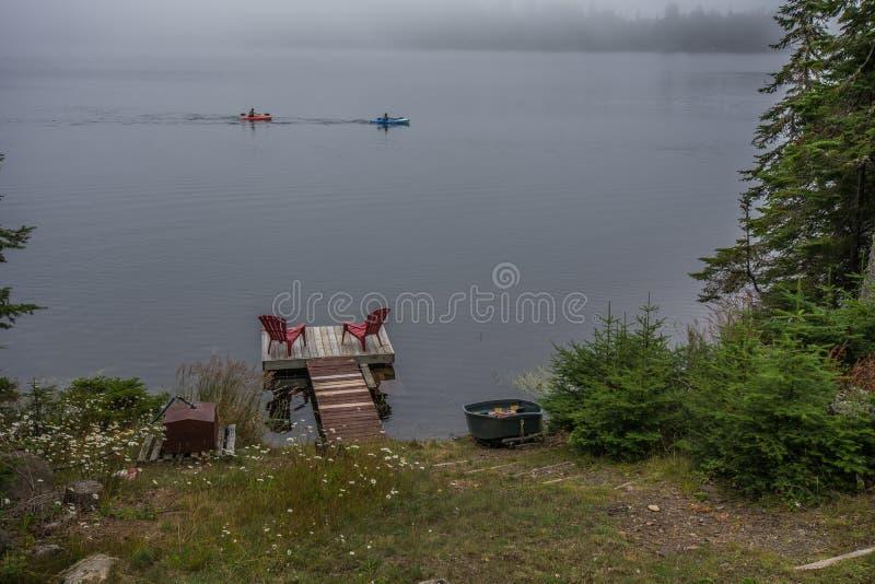 Kayaking på Lake Superior på near sova jätte- provinsiellt för silverholme parkerar Ontario Kanada royaltyfria bilder