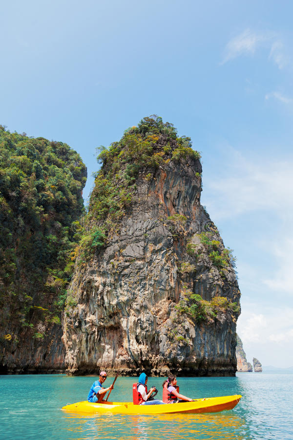 Kayaking in Pang Nga Bay, Thailand royalty-vrije stock foto's