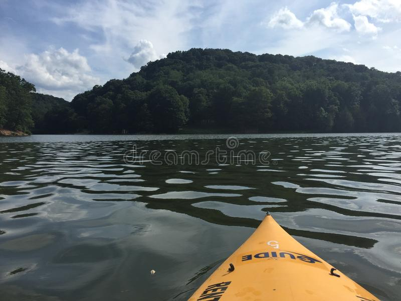 Kayaking POV van mooie hemel royalty-vrije stock foto's