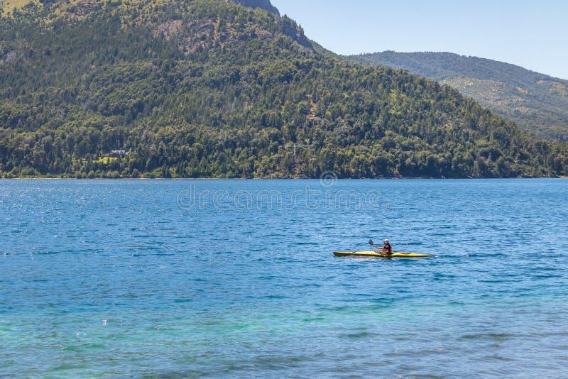 Kayaking przy Jeziornym Gutierrez, Bariloche -, Patagonia, Argentyna zdjęcie royalty free