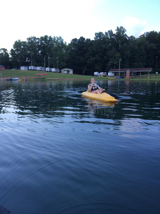 Kayaking przy obozem zdjęcie royalty free