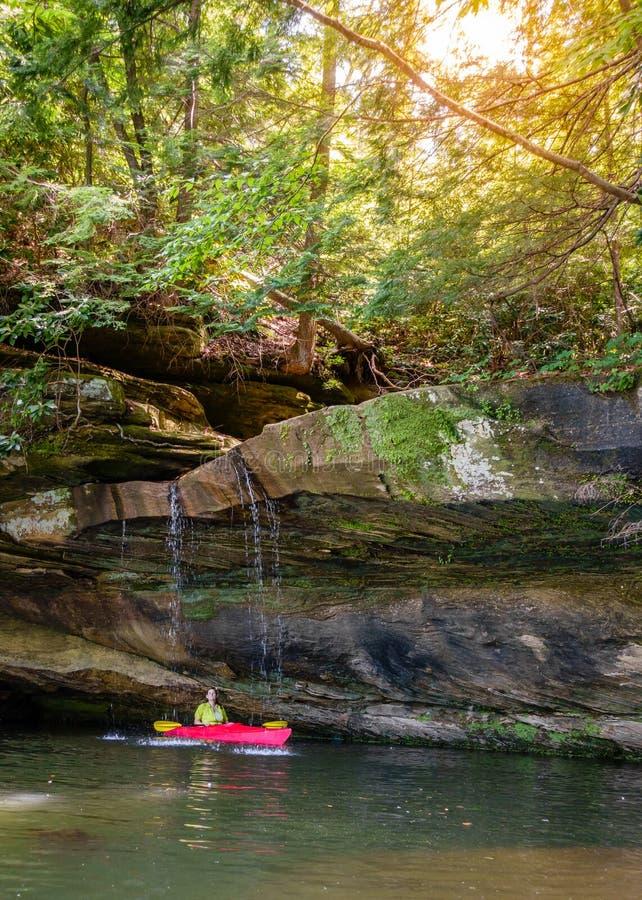 Kayaking sur Grayson Lake image stock