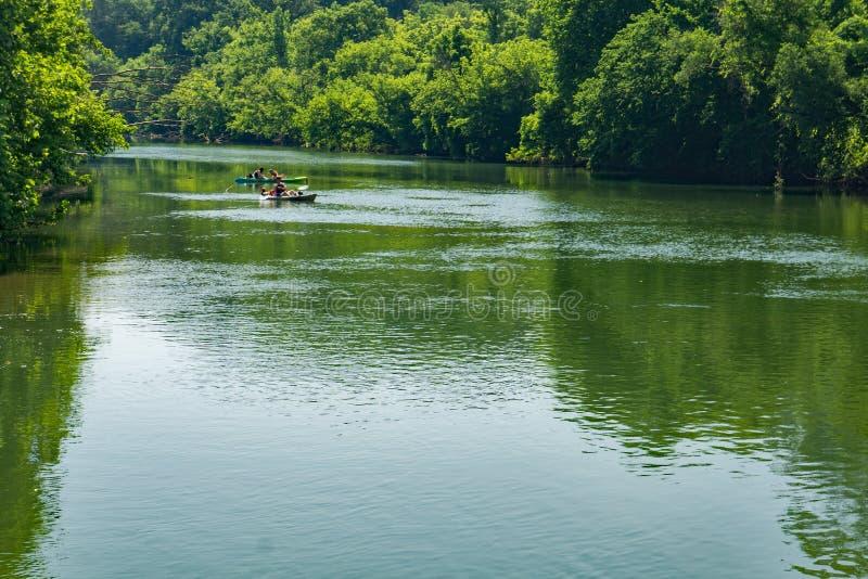 Kayaking sur la rivière de Roanoke image libre de droits
