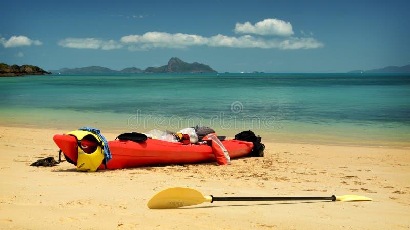 Kayakingspinksterennen stock foto