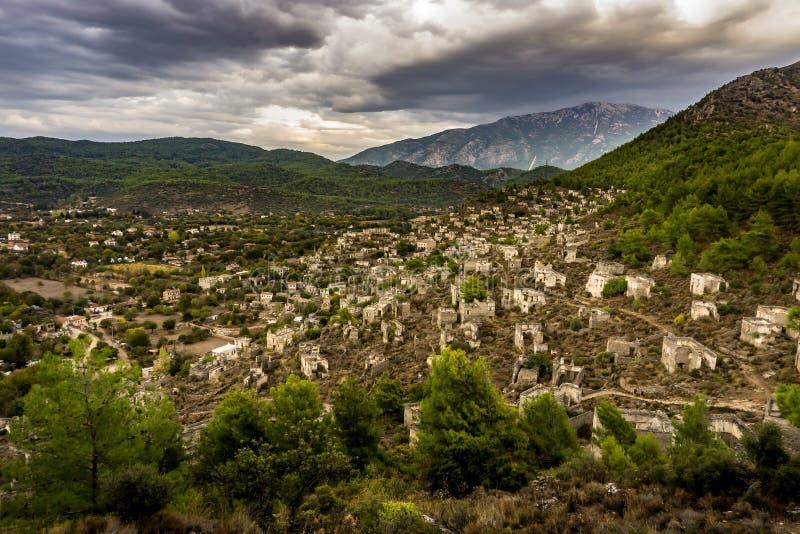 Kayakoy alloggia la vista panoramica nel villaggio historcial di Lycian, Fethiye, Mugla, Turchia Città fantasma Kayaköy, antico  fotografia stock libera da diritti