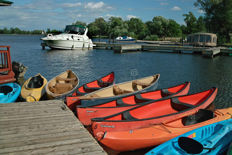 Kayaks и каня для ренты Онтарио Канады. стоковая фотография