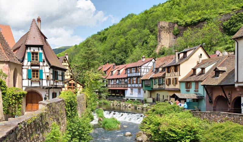 Kayserberg-Dorf in Elsass, Frankreich stockbilder