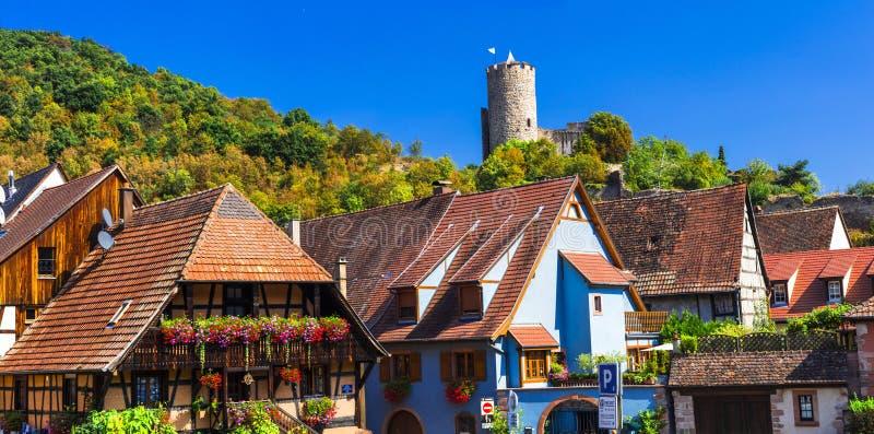 Kaysersberg - un des villages les plus beaux itinéraire célèbre de vigne de région de France, Alsace photos libres de droits