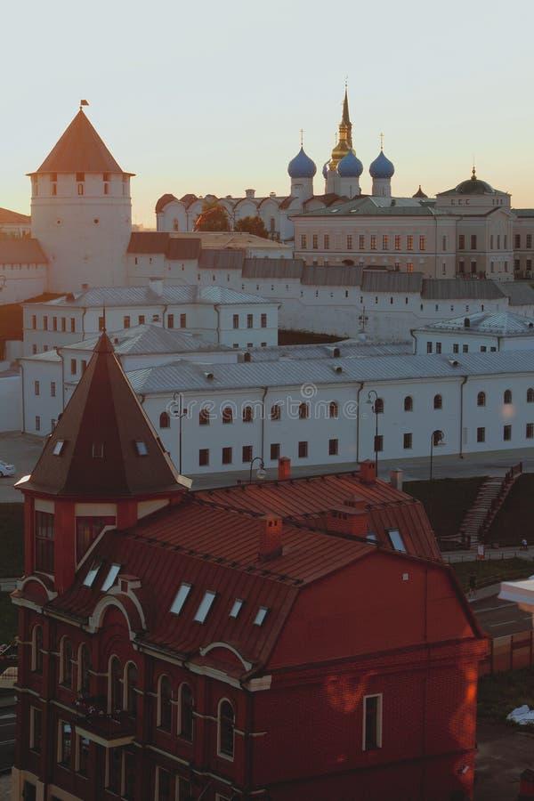 Kazán el Kremlin en el counterlight de la disminución Tartaristán, Rusia imagen de archivo