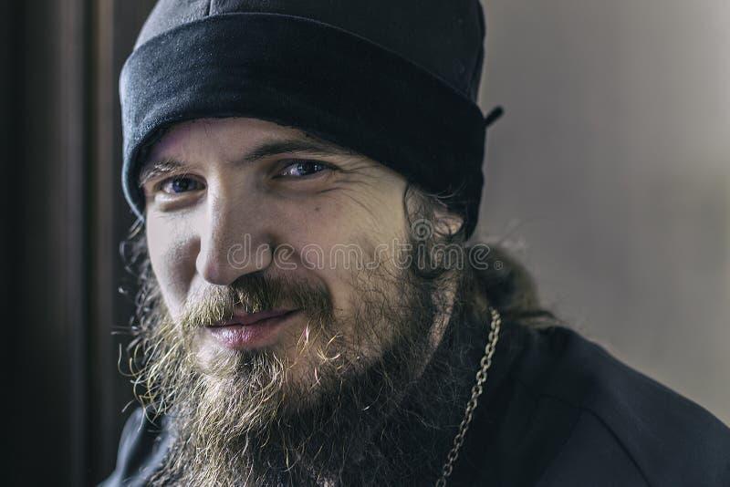 KAZÁN RUSIA agosto de 2017 - retrato del sacerdote ortodoxo joven m fotografía de archivo libre de regalías