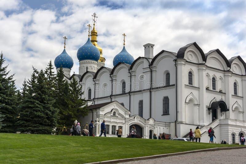 Kazán, Rusia - 9 de agosto de 2018: La catedral hermosa del anuncio de la blanco-piedra del Kazán el Kremlin es la primera iglesi foto de archivo