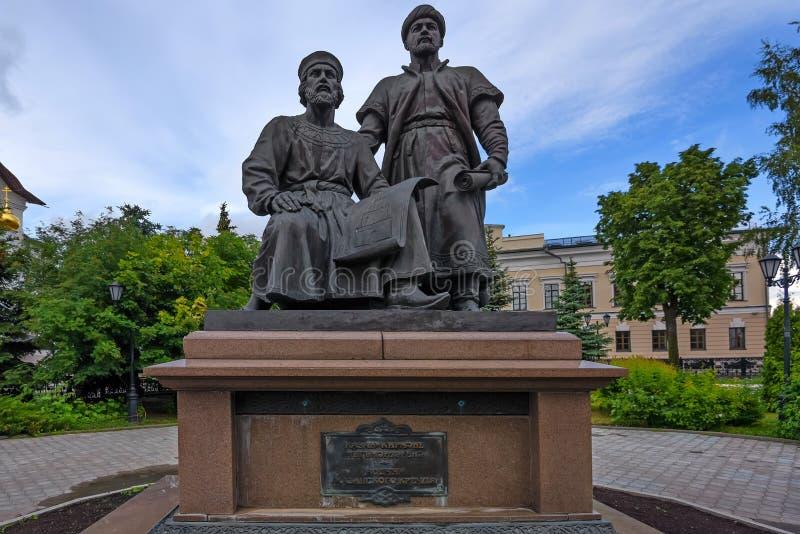 KAZÁN, RUSIA - 5 DE JUNIO DE 2016: Monumento a los arquitectos de Kazán el Kremlin en Rusia imagenes de archivo