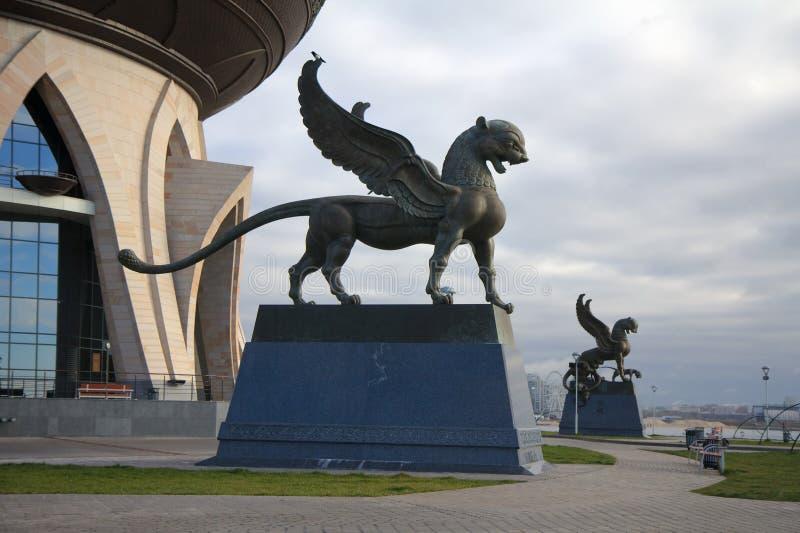 Kazán, Rusia - 25 de octubre de 2016: Estatua de Barses con alas - symb foto de archivo libre de regalías