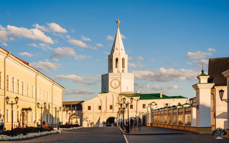 Kazán, Tartaristán, Rusia - 16 de agosto de 2016 Cuadrado de Spasskaya Tower imagen de archivo libre de regalías
