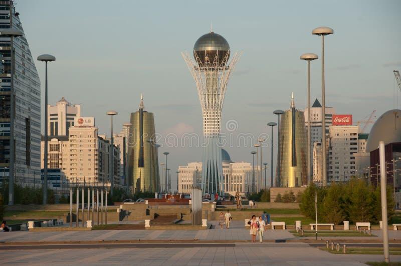 KAZACHSTAN ASTANA 27 MEI: mening van Bayterek op 27 Mei, 2008 Bayt stock afbeelding