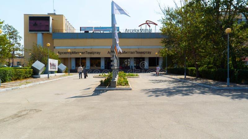 kazachstan De belangrijkste ingang aan de metallurgische installatie Arcelor Mittal in de stad van Temirtau stock afbeeldingen