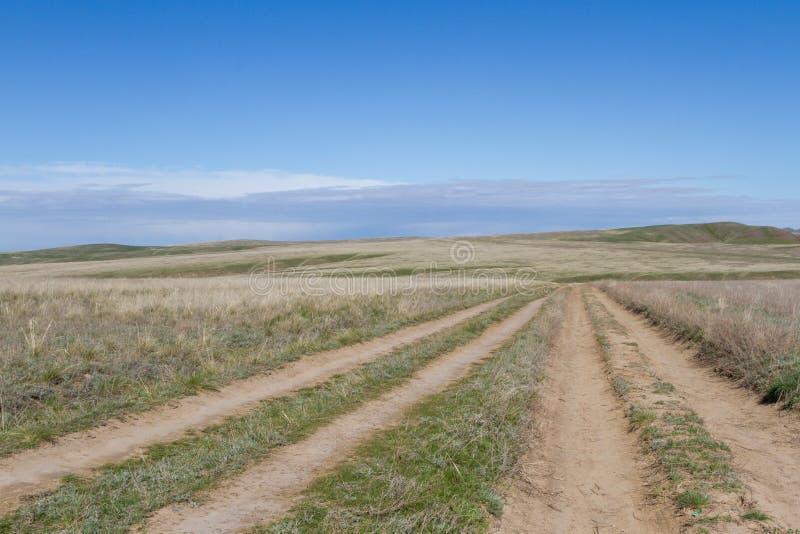 Kazachstan step z tocznymi drogami gruntowymi obraz royalty free