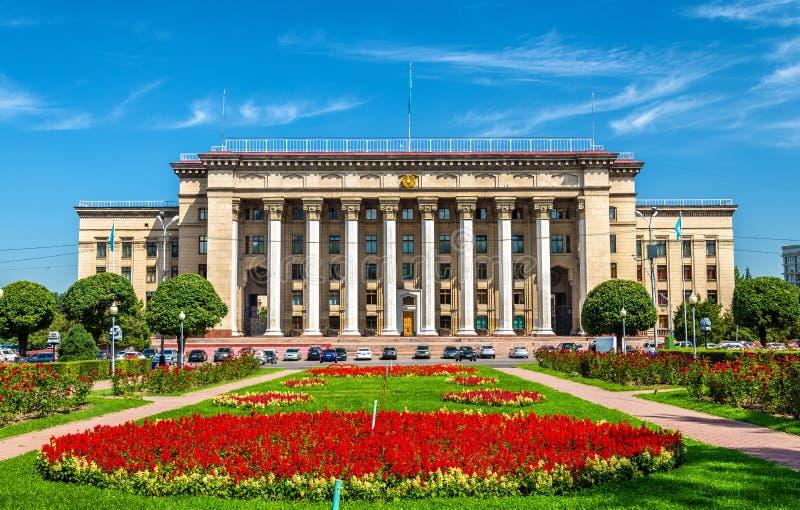 Kazakh-Britse technische Universiteit in Alma Ata, Kazachstan Vroeger overheidshuis royalty-vrije stock afbeeldingen